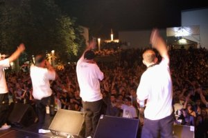 090822_JKF_TripleNine_Crowd2